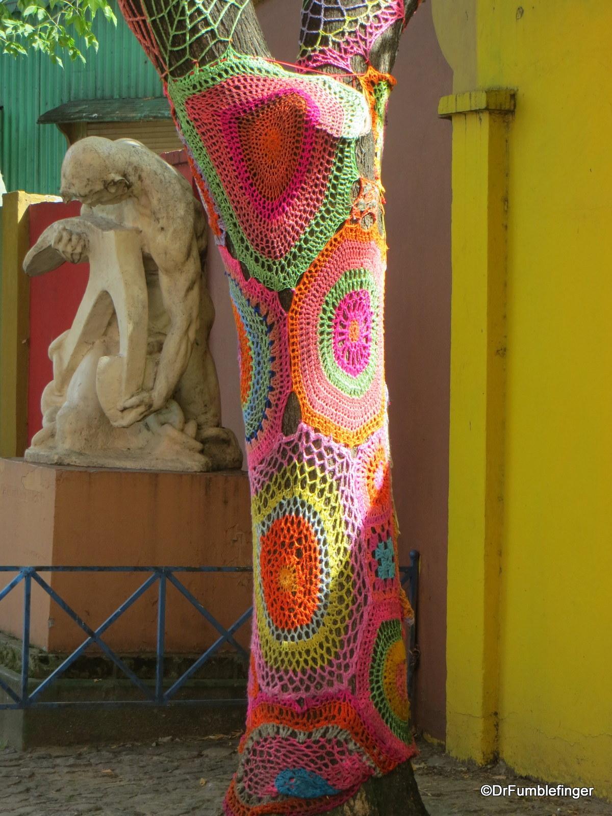 Well-dressed tress, La Baco