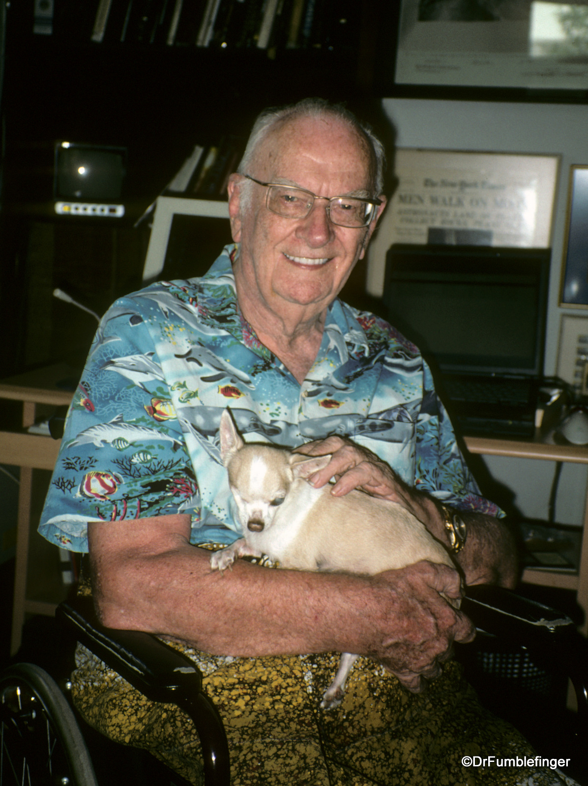"""Arthur C. Clarke and his most beloved pet, """"Pepsi"""""""
