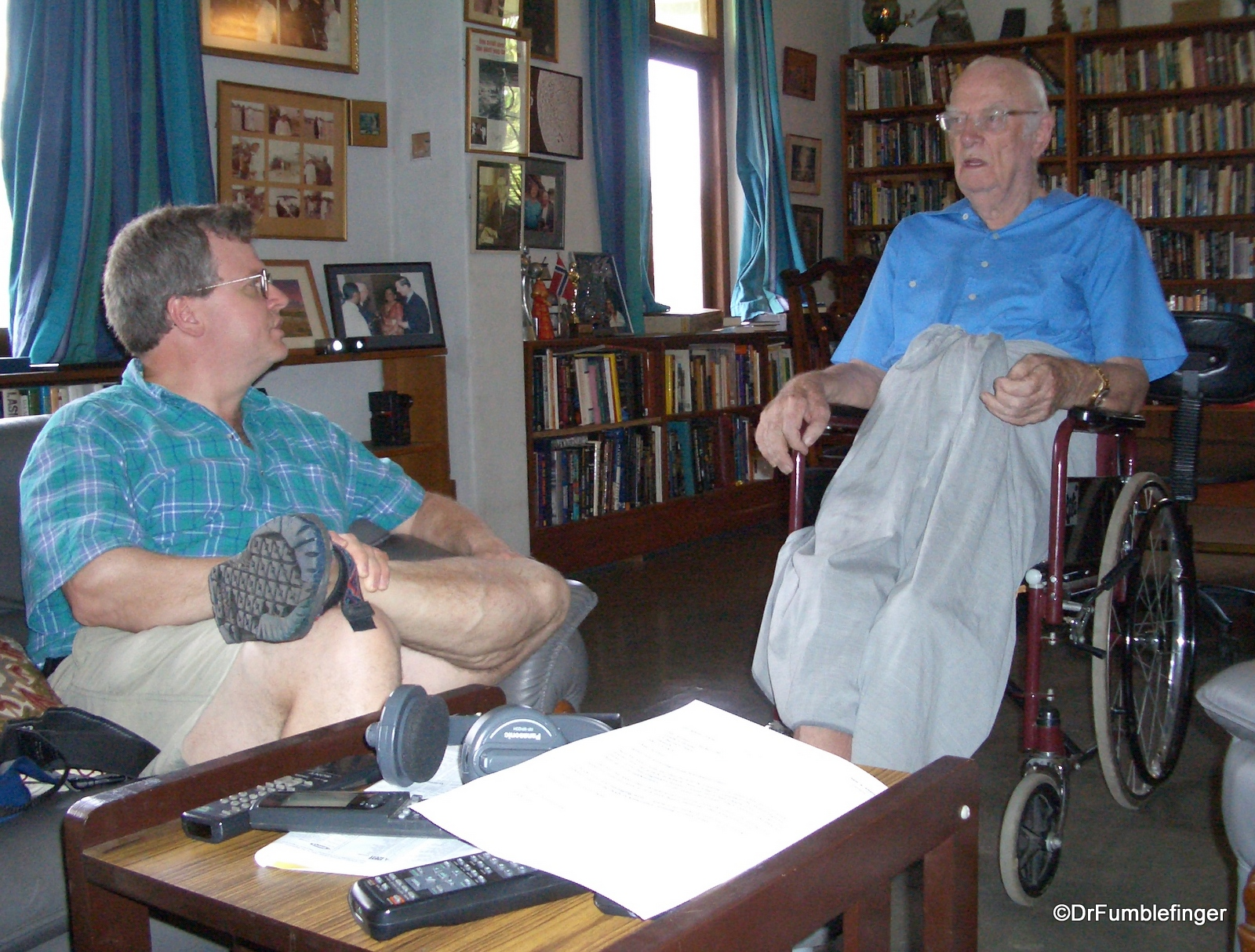 DrFumblefinger (L) visiting with Sir Arthur in the study of his home, Colombo