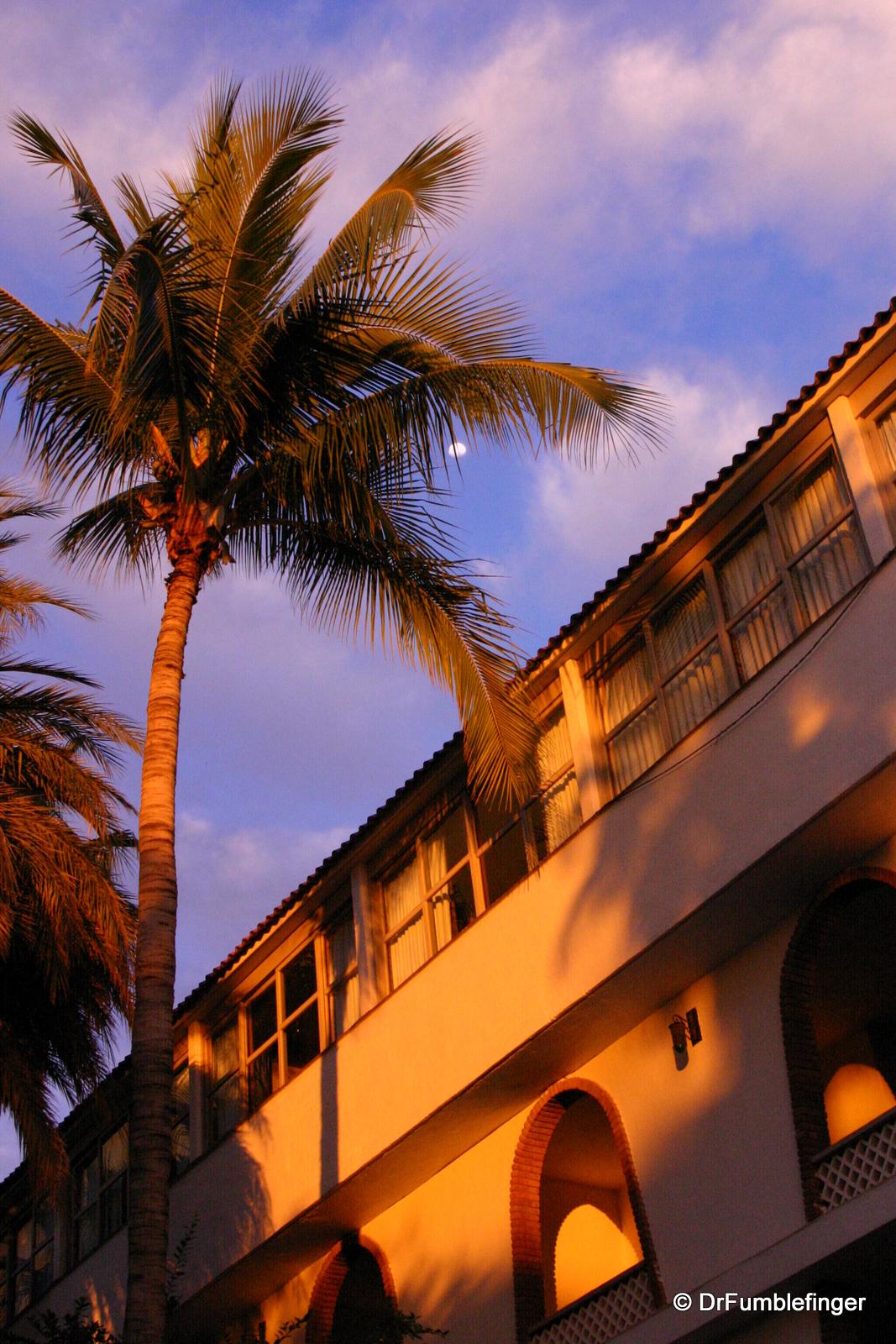 La Paz, dusk at the Hotel Los Arcos