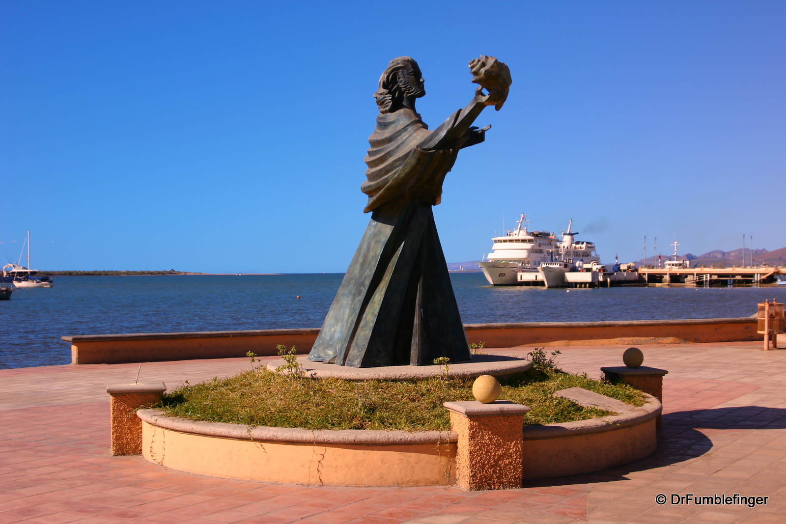 Statue, La Paz harbor and Malecon
