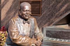 Oscar Peterson statue, Ottawa