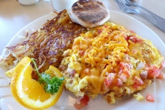 Omelet and Hash browns at Peg's