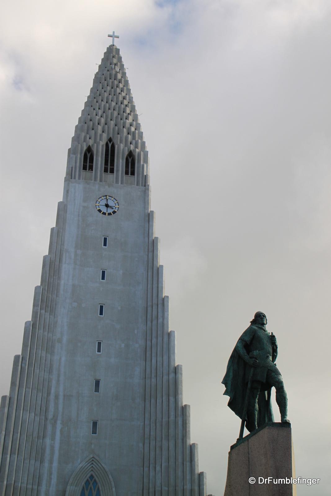 Hallsgrimkirkje and Leif Eiriksson statue