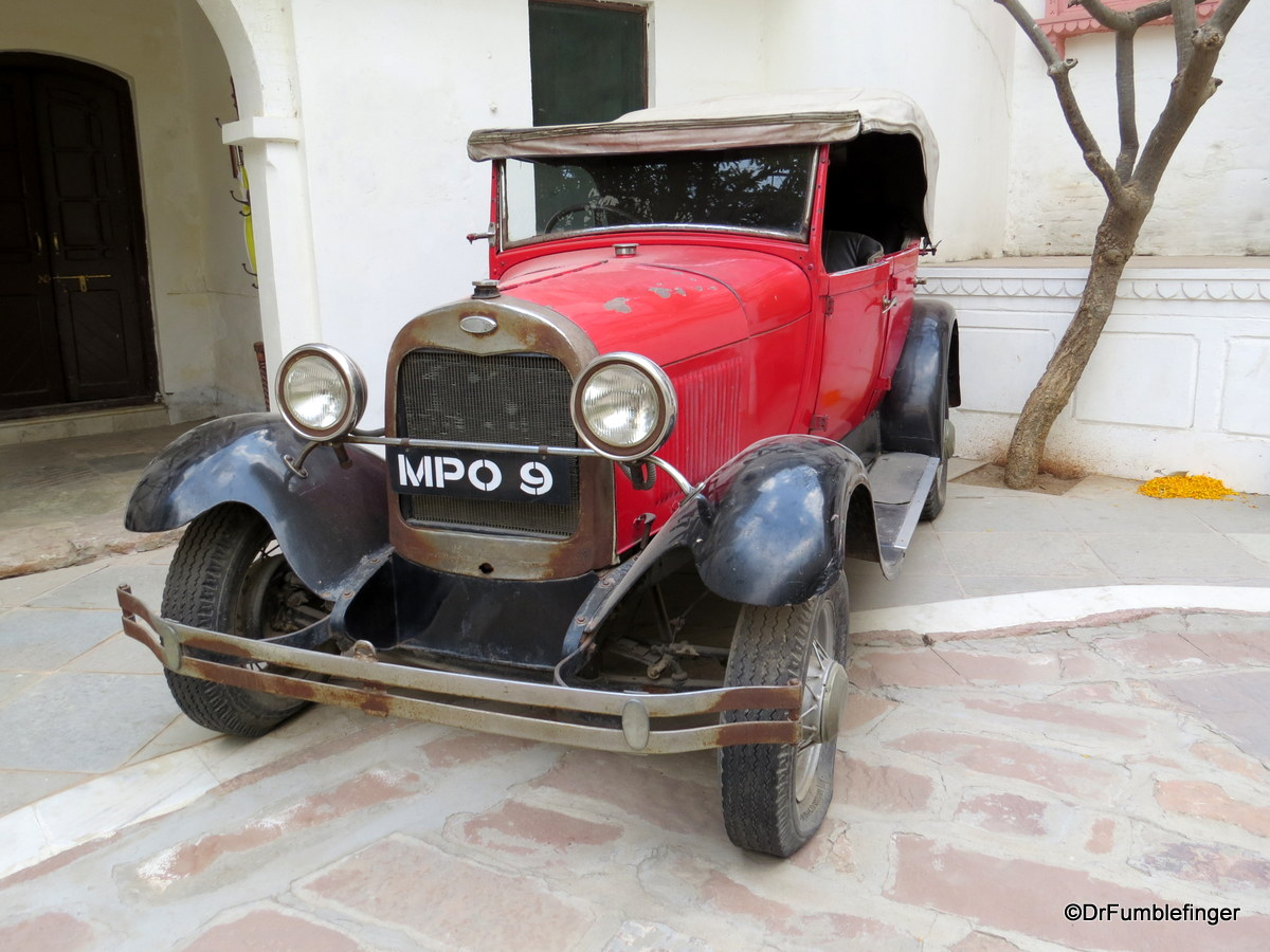 One of the old cars at Rawla Jojawar