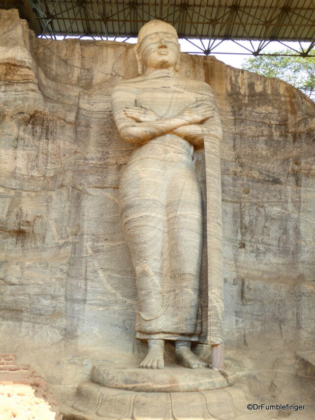 Gal Vihara, Standing statu